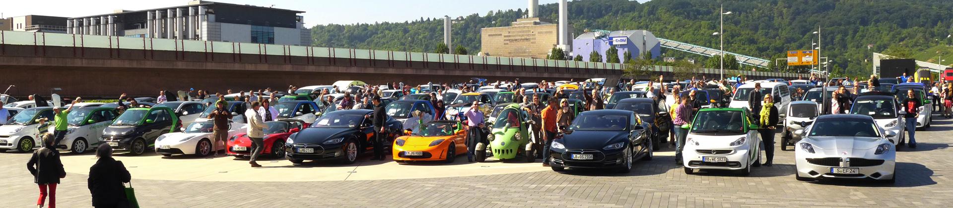 Aufstellung zum Elektroauto-Weltrekord 2014 in Stuttgart.