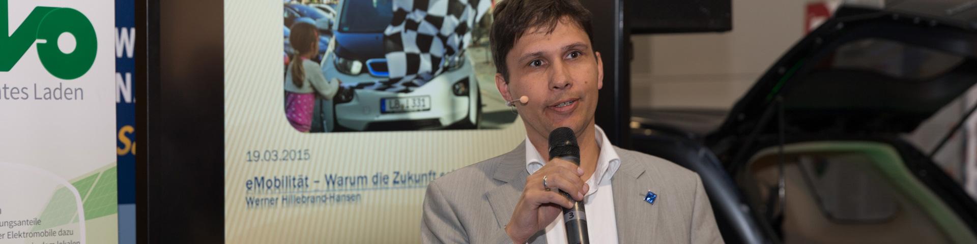 Werner Hillebrand-Hansen bei seinem Vortrag. Bild: © Thomas Igler.