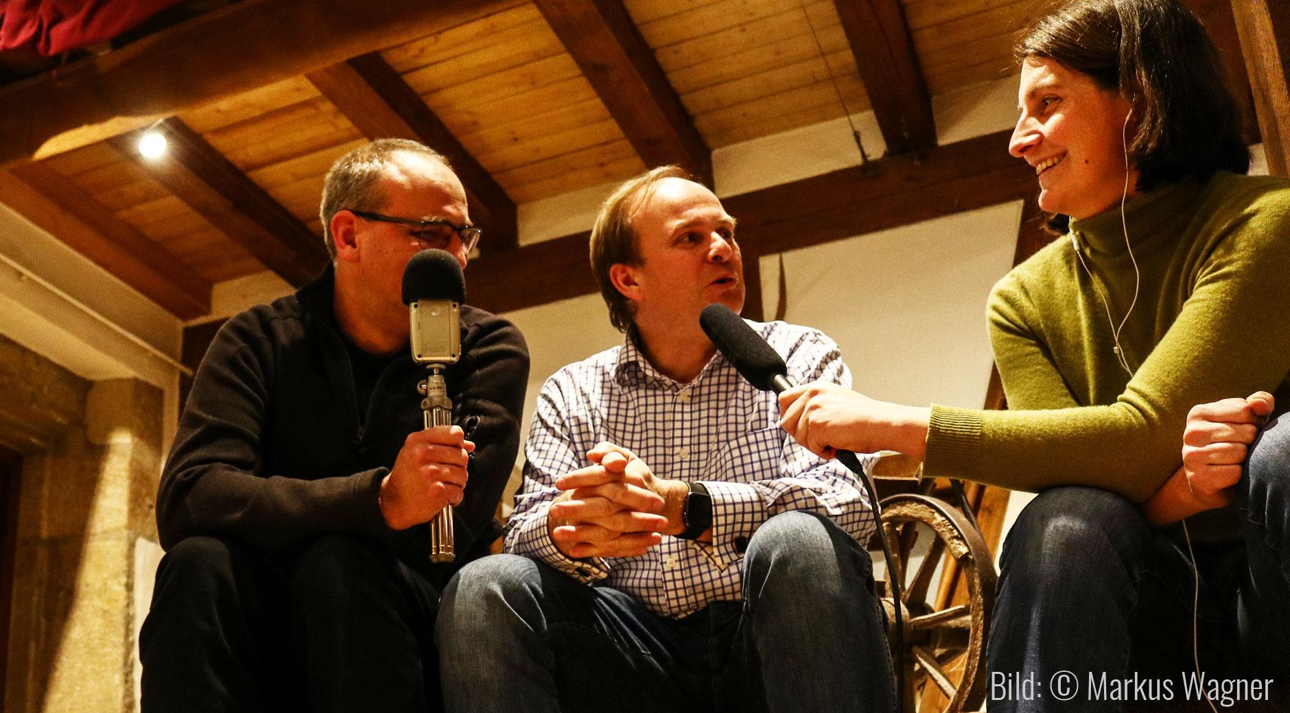 Ralf Wagner (m.) im Interview mit Jérôme Brunelle (l.) und Jana Höffner (r.).