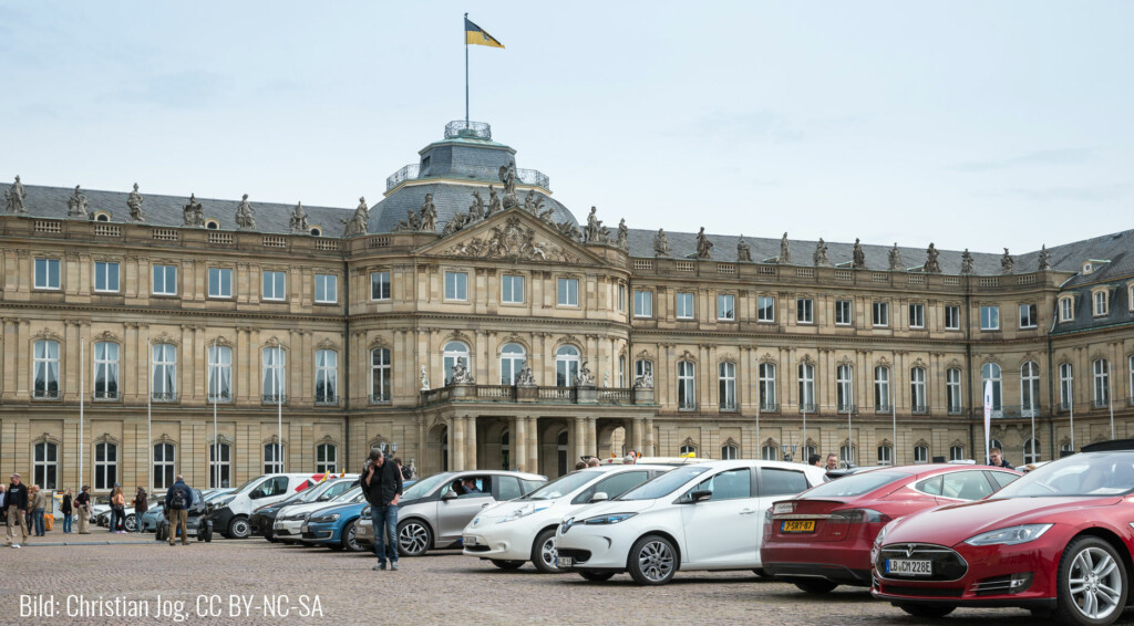 Der Stopp der eTourEurope 2016 auf dem Ehrenhof des Neuen Schloss in Stuttgart.